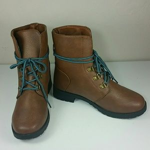 NEW Brown ankle boots booties with blue laces  7